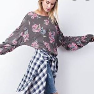 NWT Easel Los Angeles Floral slouchy long sleeve